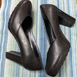 Bella Vita Black Chunky Heel Platform Pumps 10 W
